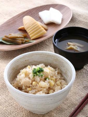 新潟 五頭山麓うららの森 筍 竹の子ご飯セット